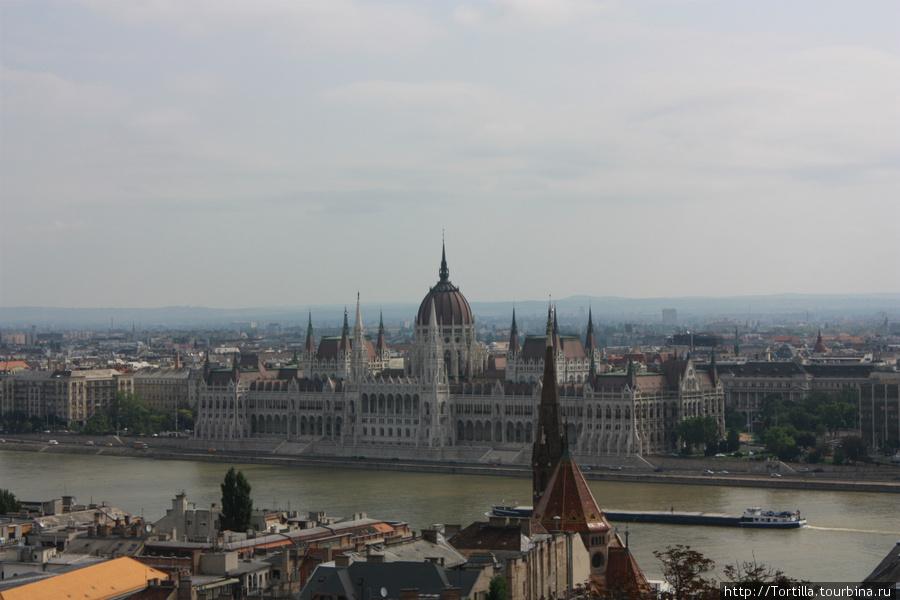 Вид на Парламентс Рыбацкого бастиона