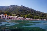 ... с естественным галечным пляжем, что редкость среди преобладащих в Истрии бетонных платформ