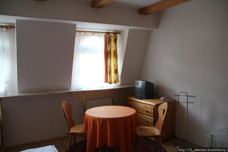 Наш уютный чердачный номер, мебель полностью деревянная, как и пол, и стены , и др.детали интерьера. Очень приятно жить в такой обстановке.