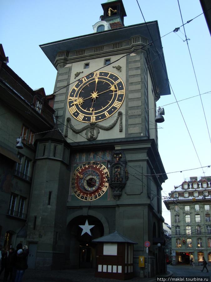 Берн. Часы колокольни Цайтглонентурм.