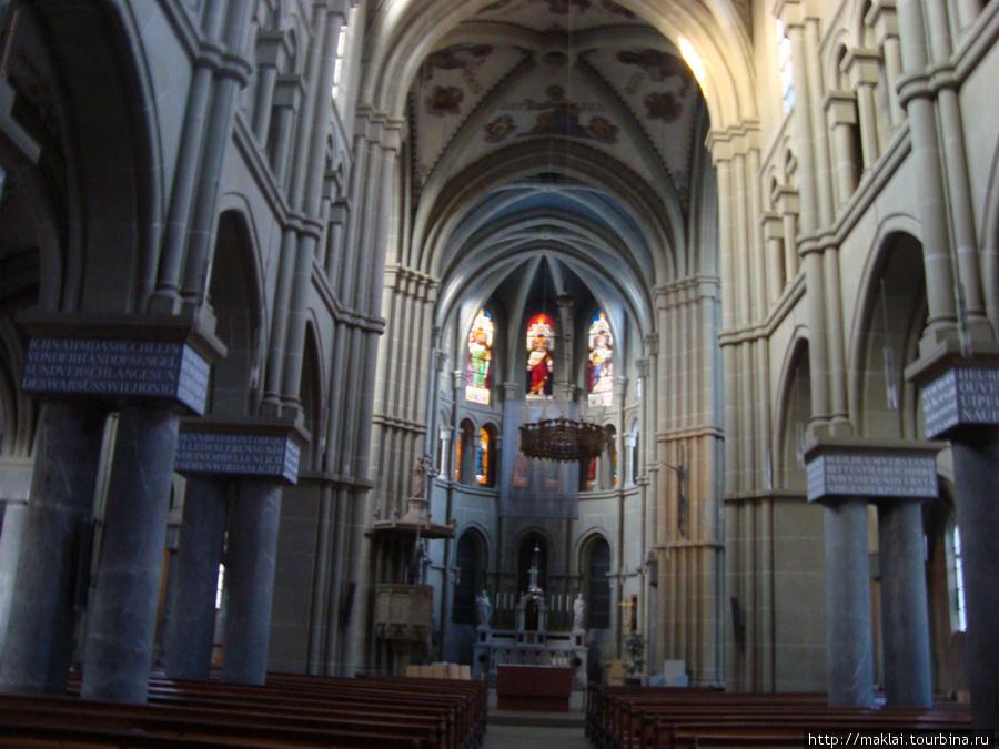 Берн. Интерьер собора Свя