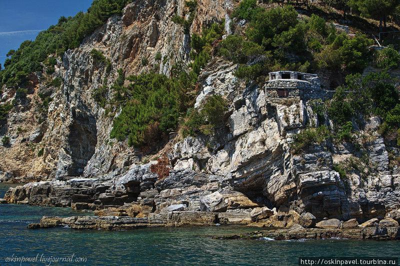 На высоком берегу, на крутом... Чинкве-Терре Национальный Парк, Италия