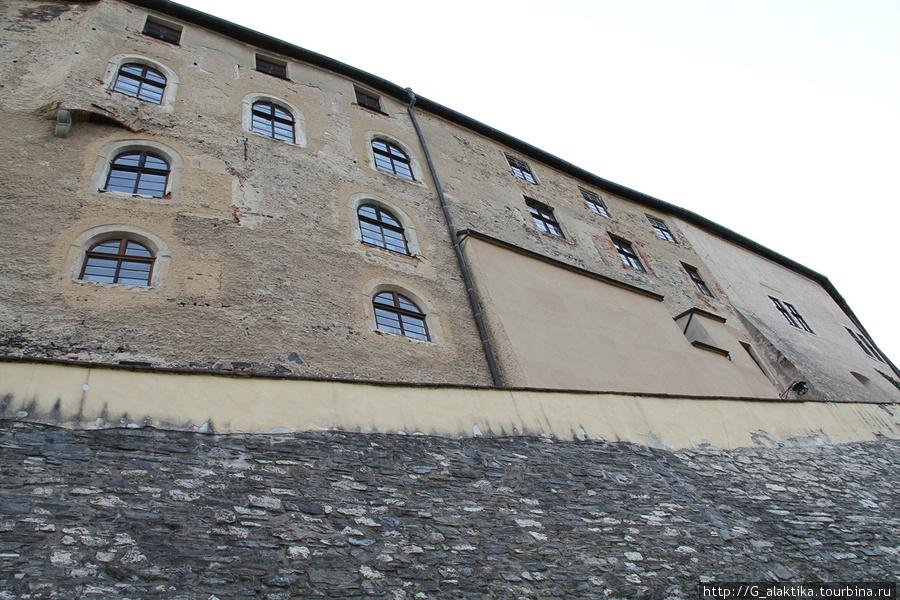 Крепосная стена и Замок Штейнберг