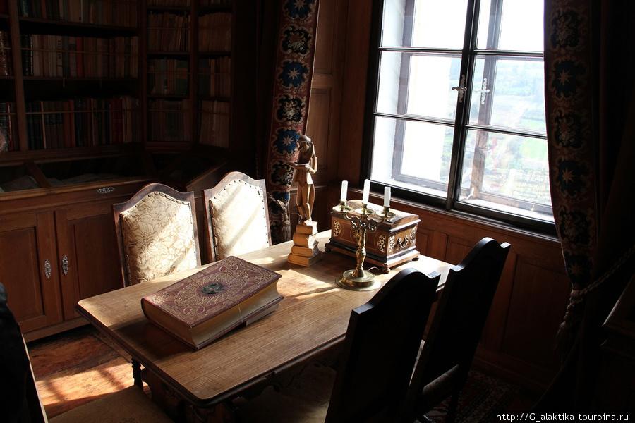 Гордость в коллекции старинных книг
