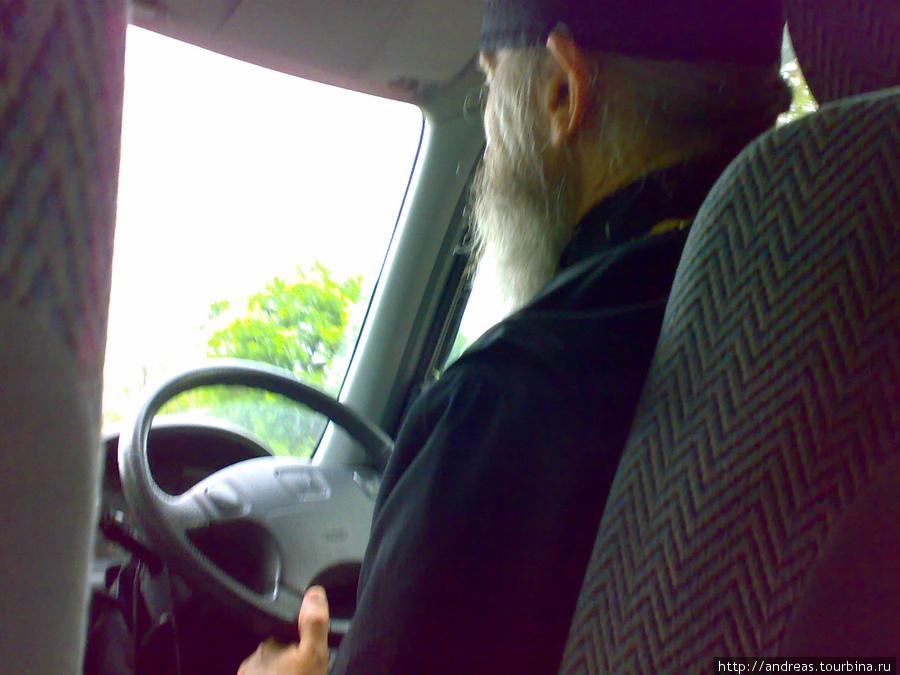 За рулём хладнокровный священник
