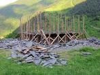 Строительство нового дома выше башен,обратите внимание,как его строят.Камни с ближайшей горы,то есть даром.