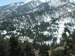 Снежные горы с лесами
