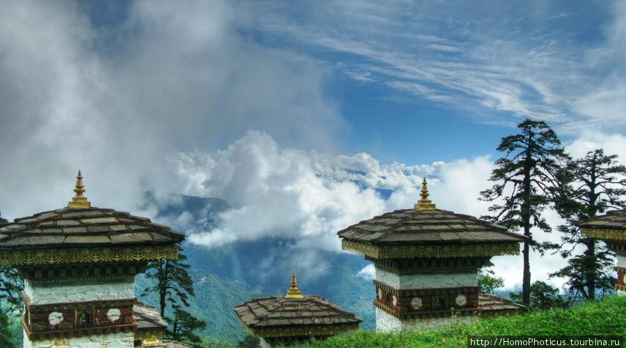 Перевал Дочула.вид на Высокие Гималаи от мемориала в честь ассамской операции