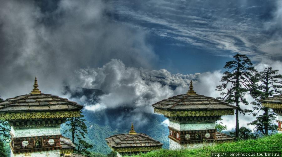 Перевал Дочула.вид на Высокие Гималаи от мемориала в честь ассамской операции (обработка)