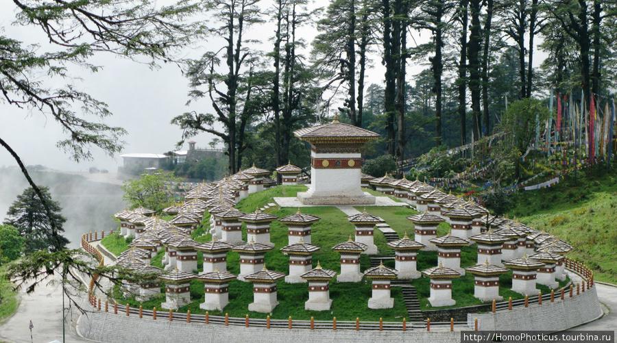Мемориал на перевале Дочула в честь ассамской операции