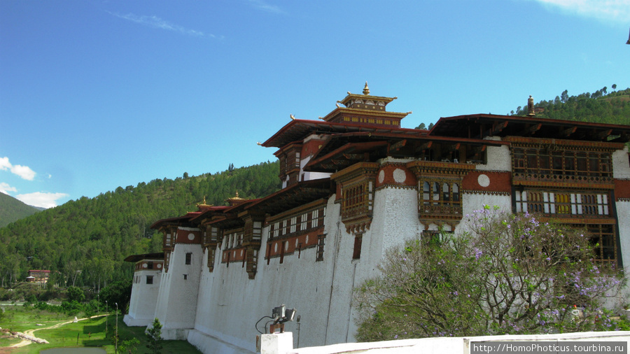 Друк Пунгхтанг Дечен Пходранг, дворец великого счастья , он же Пунакха Дзонг
