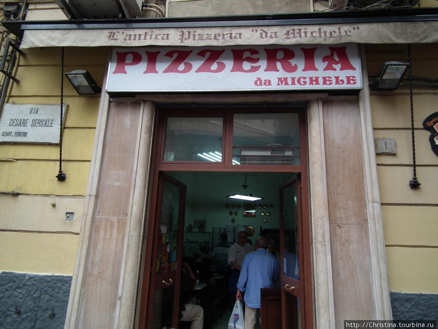 Лучшая пицца в Неаполе - в пиццерии Pizzeria de Michele.