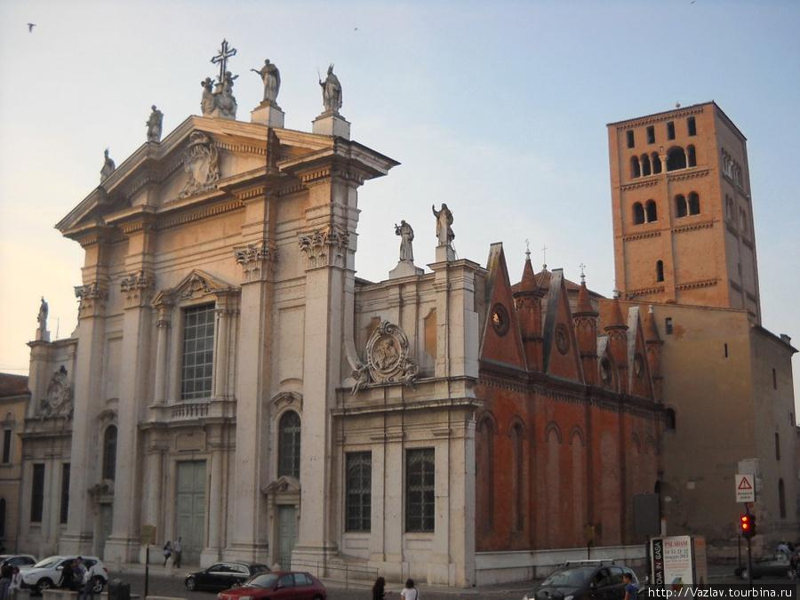 Боковой вид на собор — различия в частях здания очевидны