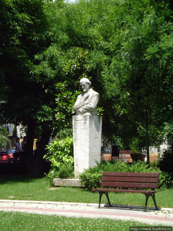 Памятник Добри Христову (1875-1941 гг.), болгарскому композитору, музыковеду, фольклористу