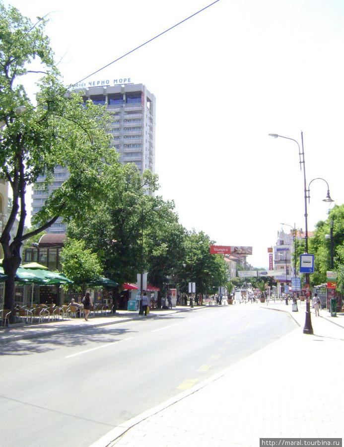 Символы Варны. Гостиница «Черно море».   Расположена в самом центре Варны, на пешеходной улице, где находятся множество модных магазинов, кафе и ресторанов, в 50 м от центрального входа в Морской парк города . По соседству расположены культурные и исторические достопримечательности города
