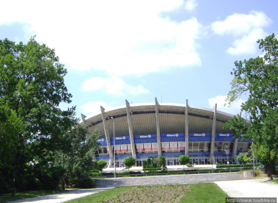 Символы Варны. Дворец культуры и спорта. Многофункциональный спортивный комплекс, состоящий из 6 залов для тренировок и состязаний, восстановительного центра, фитнесс-зала, пресс-центра, бизнес и торгового центра