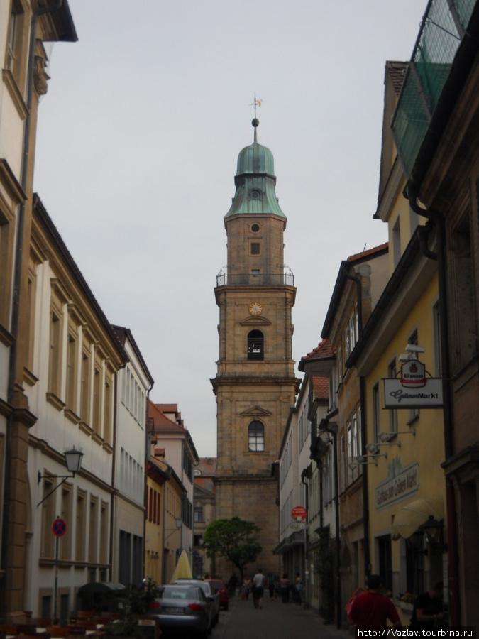 Церковь в створе улицы