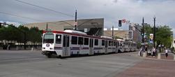В городе нет метро, и самый популярный транспорт — трамвай