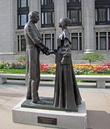 Мистер и миссис Смитт (буквально). А сама композиция напомнила мне сцену из классического советского фильма... Попробуете угадать?