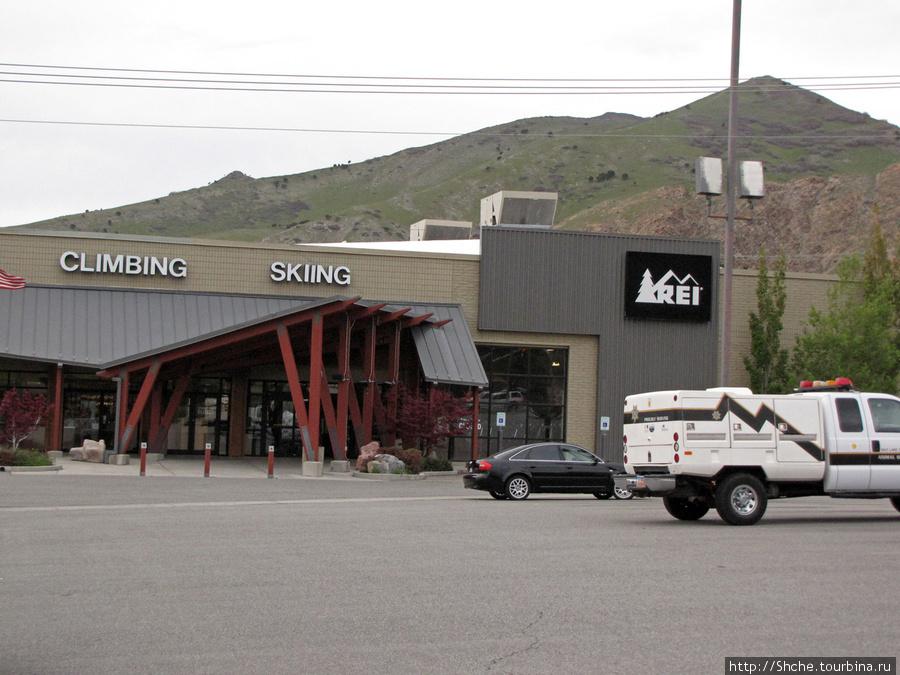 Этот магазин на окраине Salt Lake City