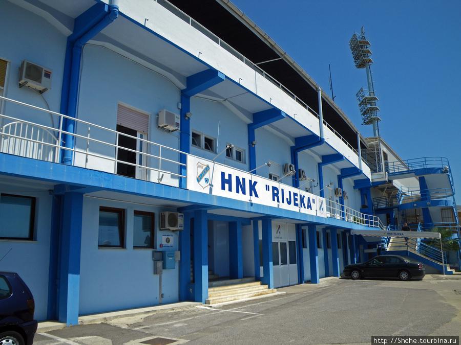 фасад местного стадиона