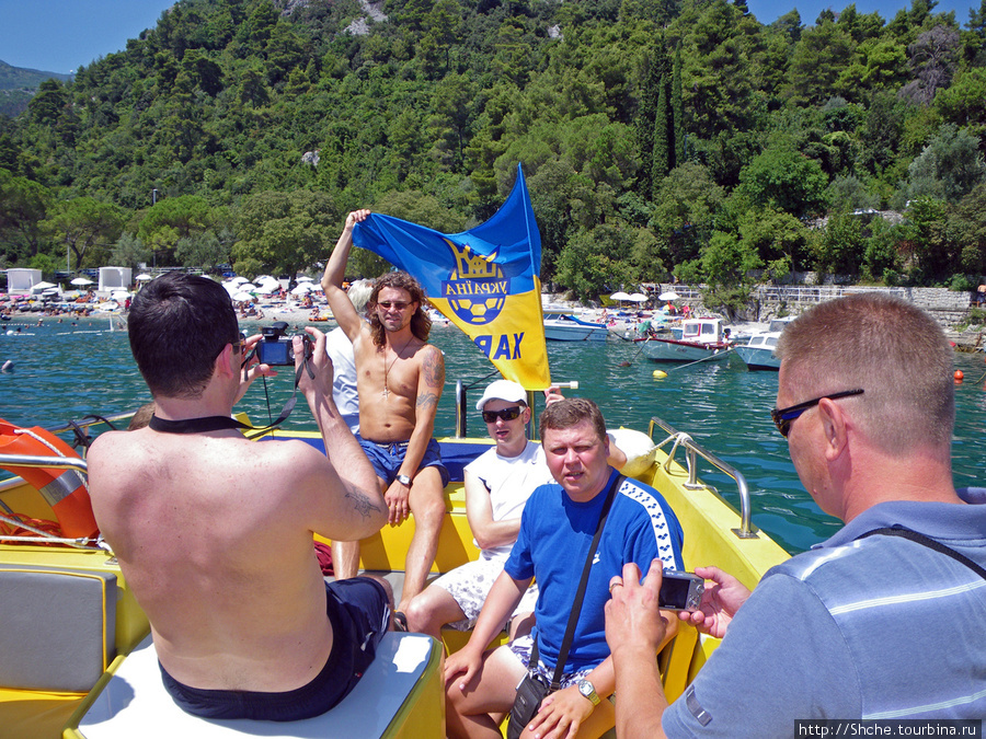 Отдохнув и накупавшись в первый день, утром второго за завтраком решили взять на прокат катер и прокатиться по морю до Риеки