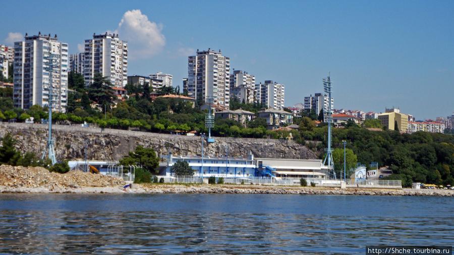 вид на стадион с моря
