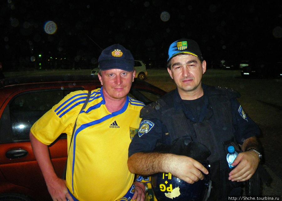 А полицейские неплохие ребята, думали мы после ПОБЕДНОГО матча, до матча я был другого мнения...