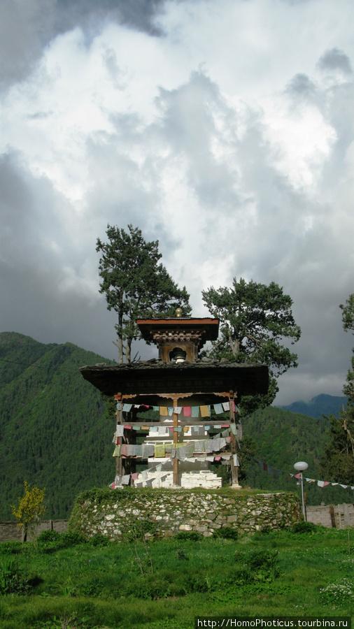 Ступа возле монастыря Ган