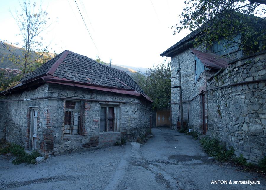 помощь крыши домов фото в азербайджане данный