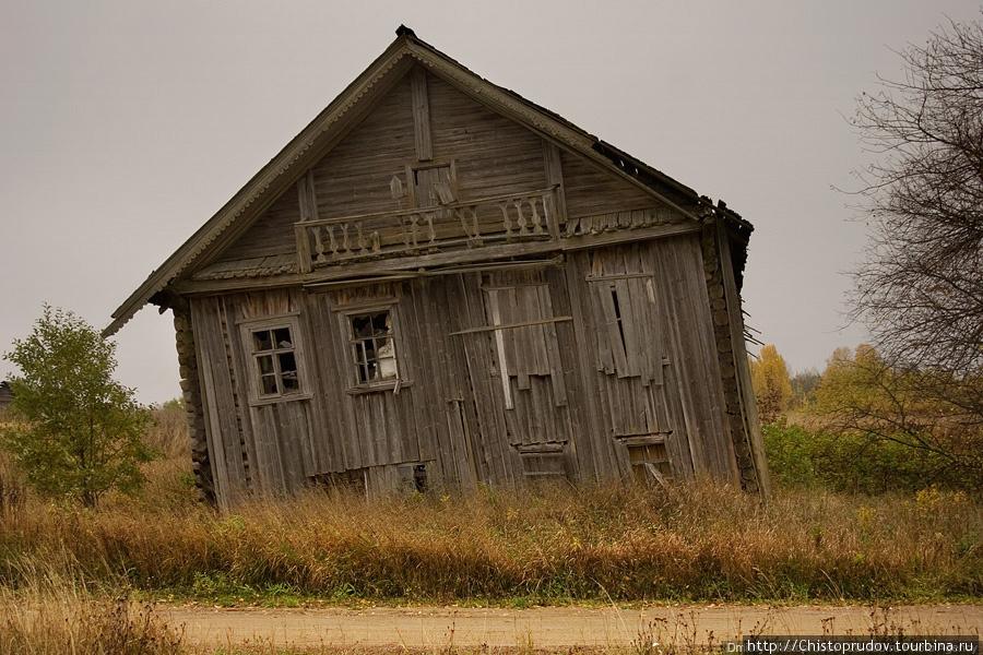 картинка покосившийся дом